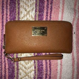 Brown Michael Kors Jet Set Wallet (wristlet)